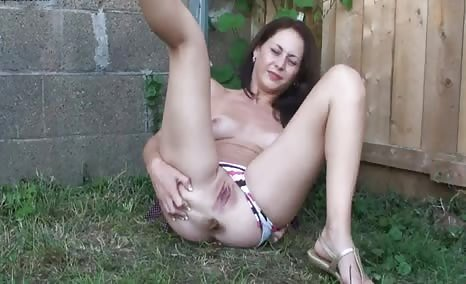 Amateur girl shitting in backyard