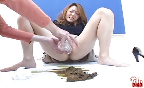 Japanese girls pooping after injecting ass with water