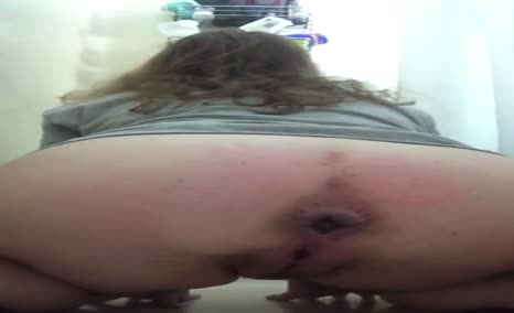 Big booty white girl shitting for me.