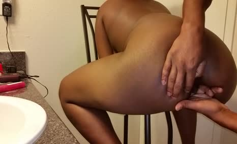 Hot babe shits from a chair