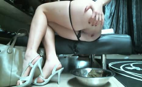 Sexy woman takes a huge shit and piss
