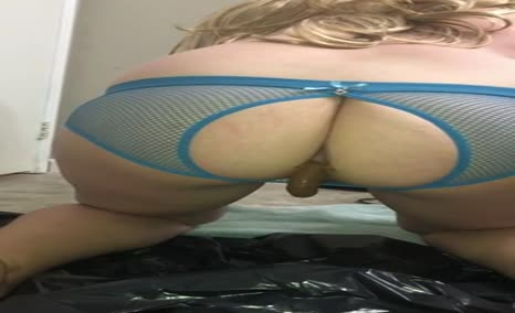 Blonde babe shitting on her knees