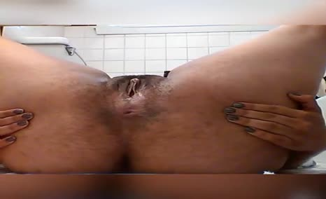 Ebony babe pooping